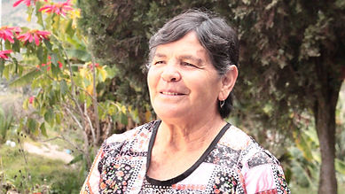 Gladys Hermelinda Rodas Ulloa es tejedora de chales de macana en Ikat y socia de MAKI FairTrade. Vive en Bullcay, Gualaceo, Ecuador.