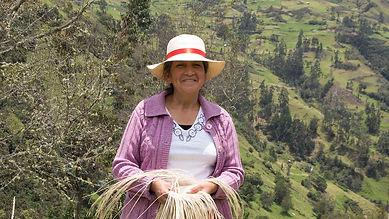María Carmelina León Sarmiento es tejedora de Sombreros de Paja Toquilla (Panama Hats) y socia de MAKI FairTrade. Vive en Principal, Chordeleg, Azuay, Ecuador.