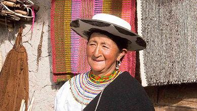 María Ambelina Ambaladi Cartuche es tejedora de collares en chaquira y socia de MAKI FairTrade. Vive en Ñamarin, Saraguro, Loja, Ecuador.