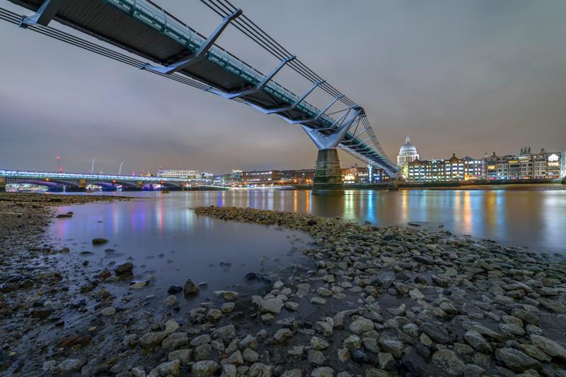 Photo tour in London Millennium Bridge at night in London