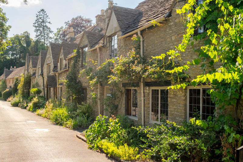 a cgroup of cottages in English countryside Cotswolds
