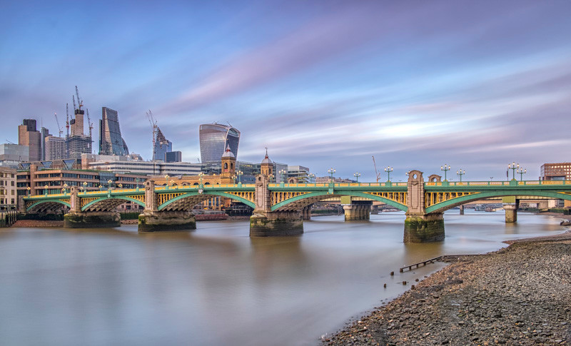 Soutwhark Bridge photography tour in London