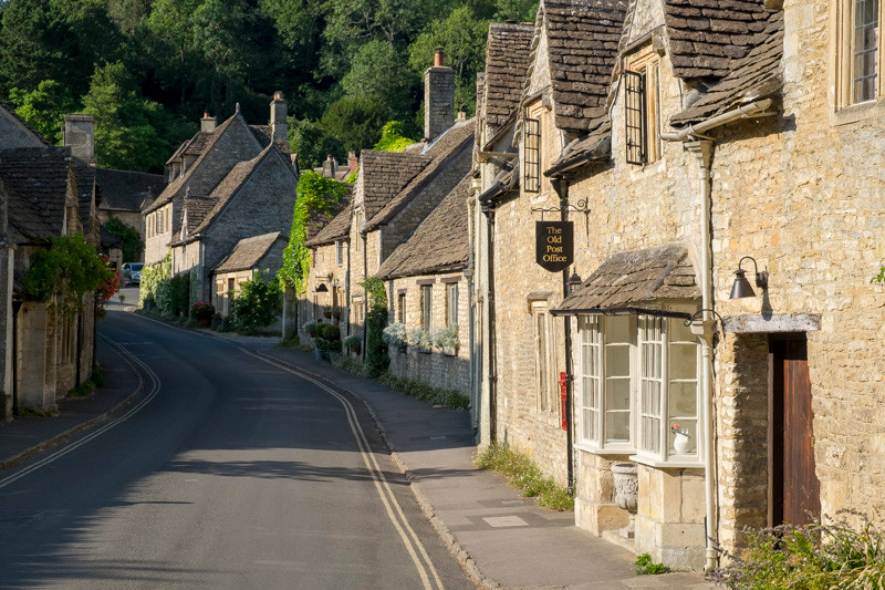 a street with aligned cottages in a village or town in Cotswolds