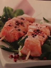 Spiedini di salmone al pepe rosa con sal