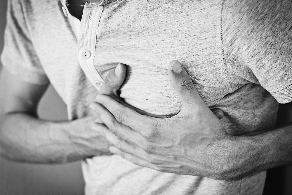 emergencias 911, corazón, dolencias cardíacas, alimentación saludable, Jorge Rueda, Atención Prehospitalaria y Emergencia, ambulancia, aspirina de 100 mg, antihipertensivos, betabloqueantes, antiagregantes, plaquetarios, ejercicio, fibra, Servicio Integrado de Seguridad ECU 911, síntomas, enfermo