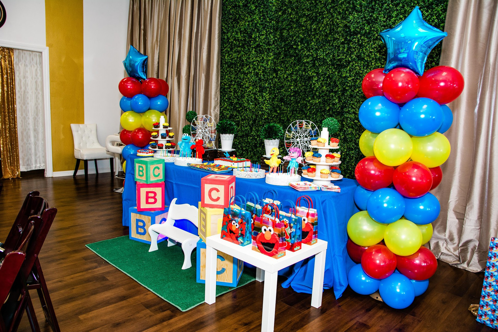 Sesame Street Birthday Party with Elmo and Cookie Monster