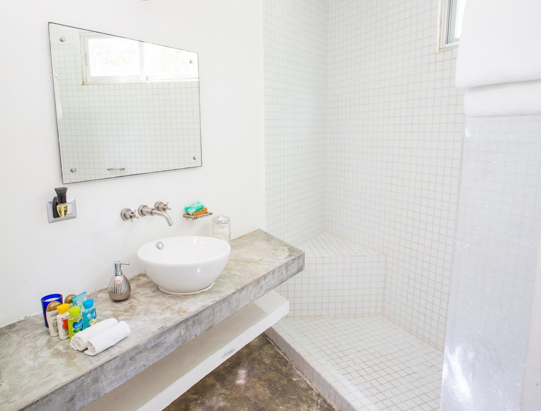 Retreat House Suite 1 Bano