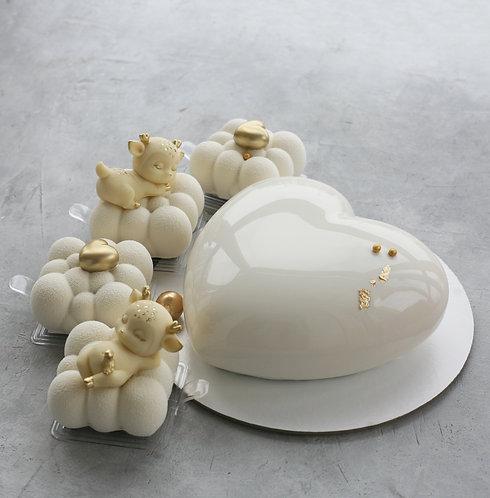 Набор на 12 человек: торт 1кг+4 пирожных с оленями