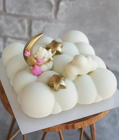 Торт-облако на 8-9 человек, со спящим мишкой