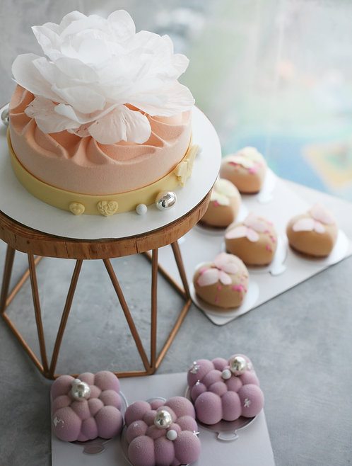 Набор на 20 человек: торт 1кг+12 пирожных