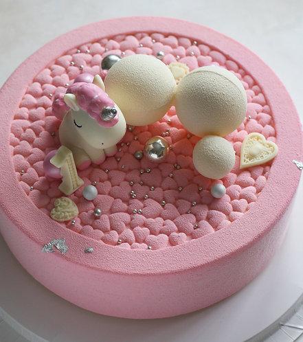 Детский торт на 12-16 человек: бархатные сердца со зверушкой