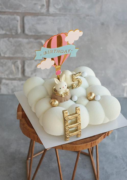 Торт-облако на 8-9 человек, с зайкой в воздушном шаре