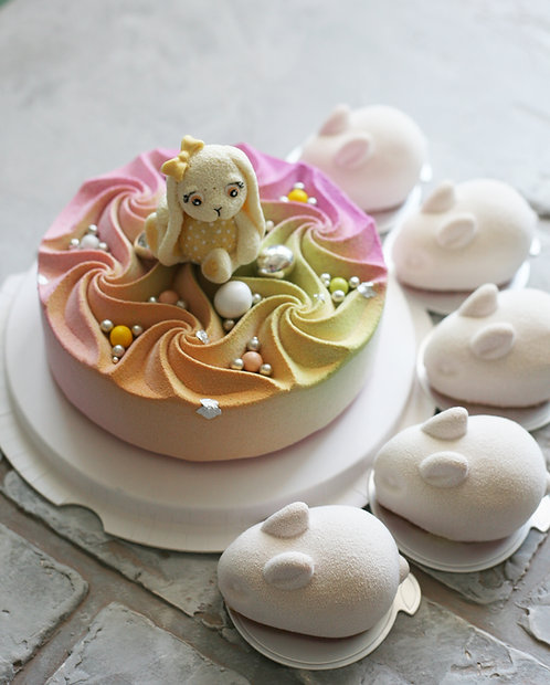 Набор на 11-13 человек: торт 1кг+5 пирожных в форме зайчиков