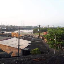 Desocupação para obras sobre o Rio São Jorge (palafitas foram derrubadas e os moradores estão recebendo auxílio aluguel para posteriormente serem incluídos em projetos habitacionais)