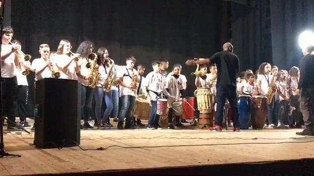 Día 7 intercâmbio - Concerto al Teatro di Guglionesi (Molise) com a streetband della Scuola V. Cuoco di Petacciato.