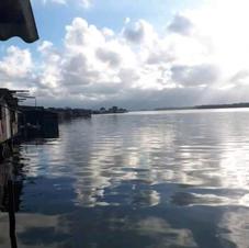 Nuvens sobre o Rio dos Bugres.