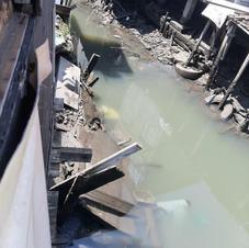 Contorno do rio nas palafitas.