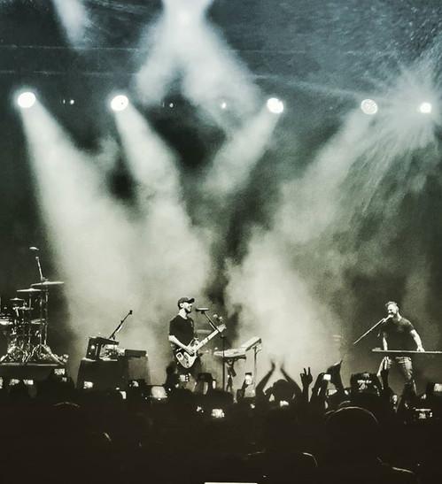 Mike Shinoda performing tear jerker afte