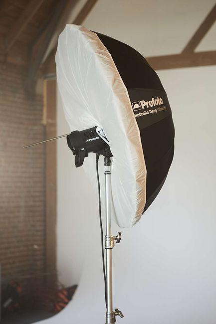 profoto-umbrella-deep-silver-product-in-