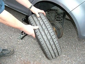 how_to_change_tyre_tire_05.jpg