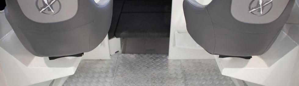 extremeboats-605-gameking-standard-seating.jpg