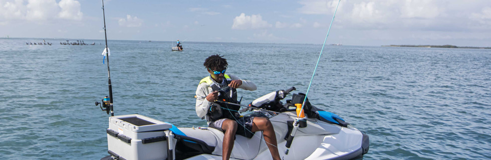 SEA-MY22-FISH-PRO-WHITEBLUE-130-LIFESTYLE-59669-RGB-WEB.jpg