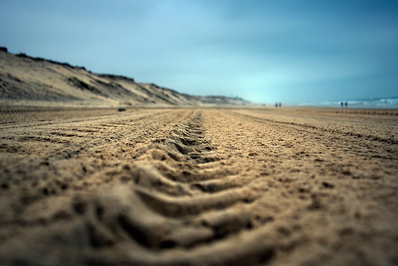 Photographie d'art I Photo d'art I Tableau photo I Traces on sand color version I Frédéric Ducos I Artiste photographe