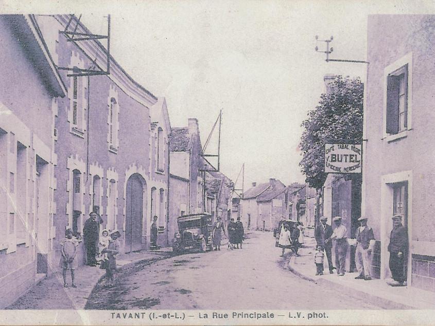 La rue Grande, direction Chinon, XXe siècle