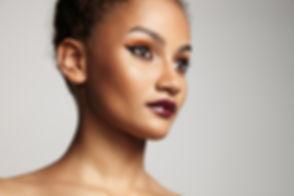 Piękny model z jasnym makijażu