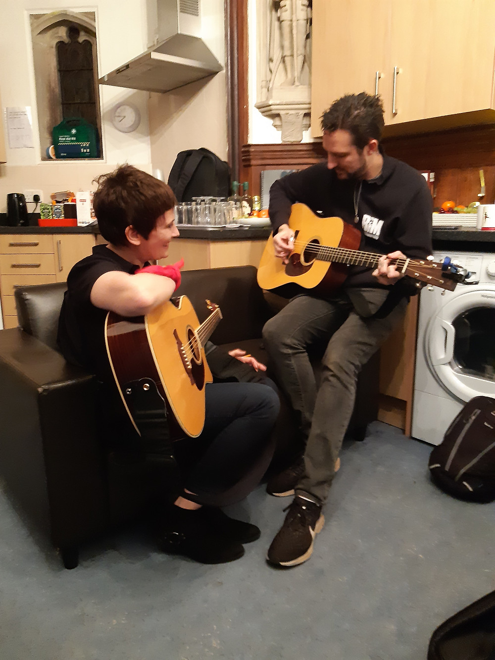 Ros deux furieuses Frank Turner backstage Colchester Arts Centre acoustic guitars