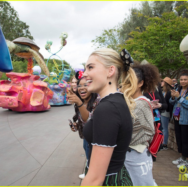 meg-donnelly-zombies-cast-disney-go-fan-