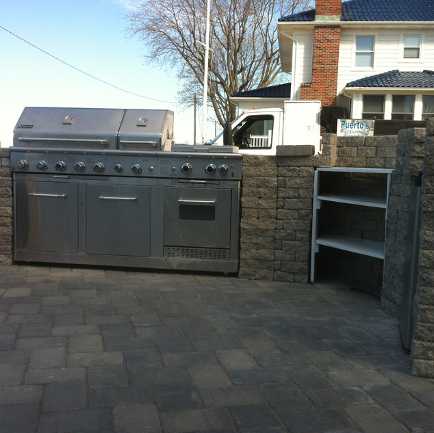 Outdoor kitchen gray stone