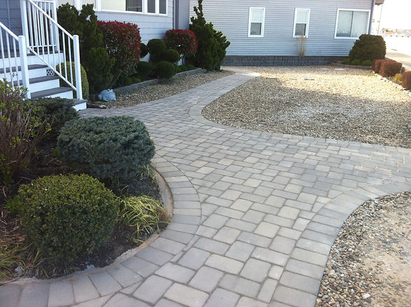curved stone walkway and hardscape.jpg