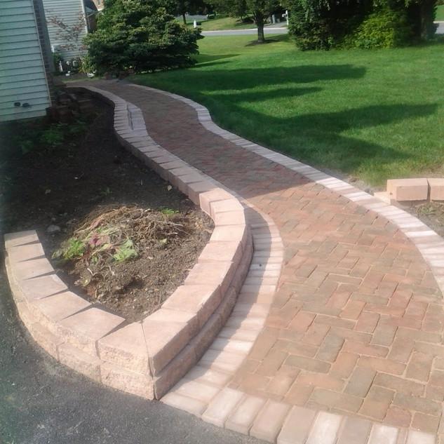 Beige brick curved walkway