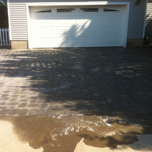 1 car driveway with pavers