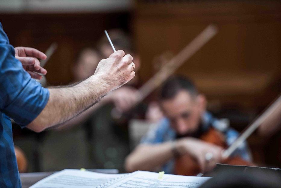 Dirigent Gharabekyan Kammerorchester I TEMPI