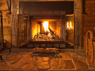 What to burn in a fireplace or wood stove (and what to avoid…)