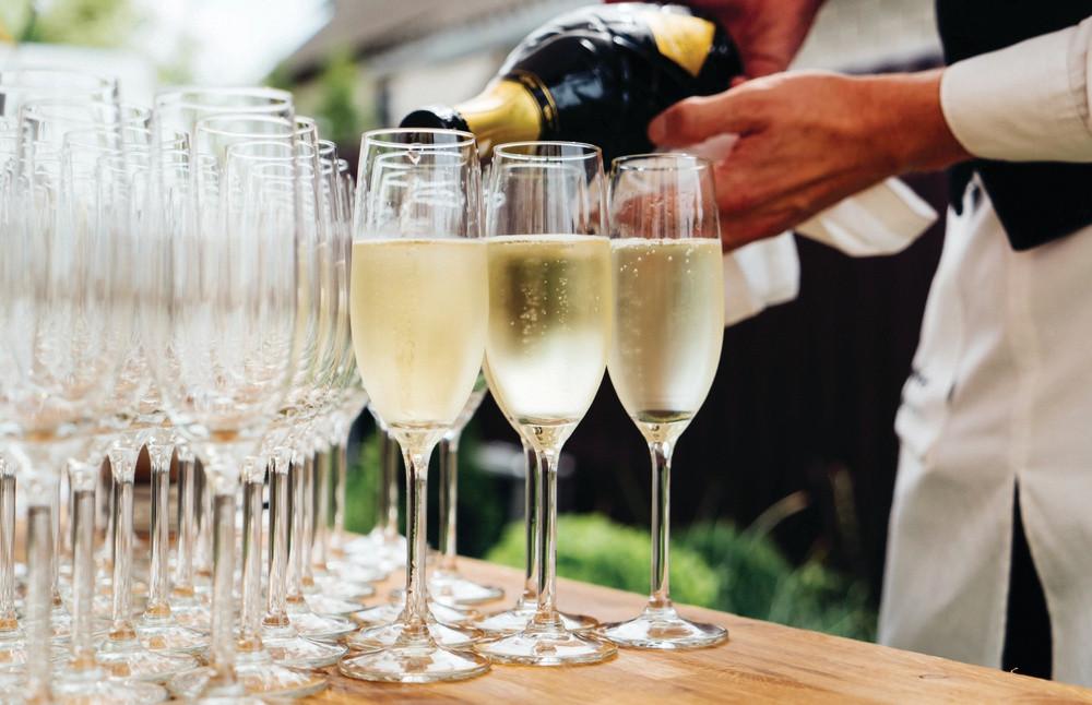 Wedding Champagne | Meadowbank Estate | Wedding Venue | Campbellfield