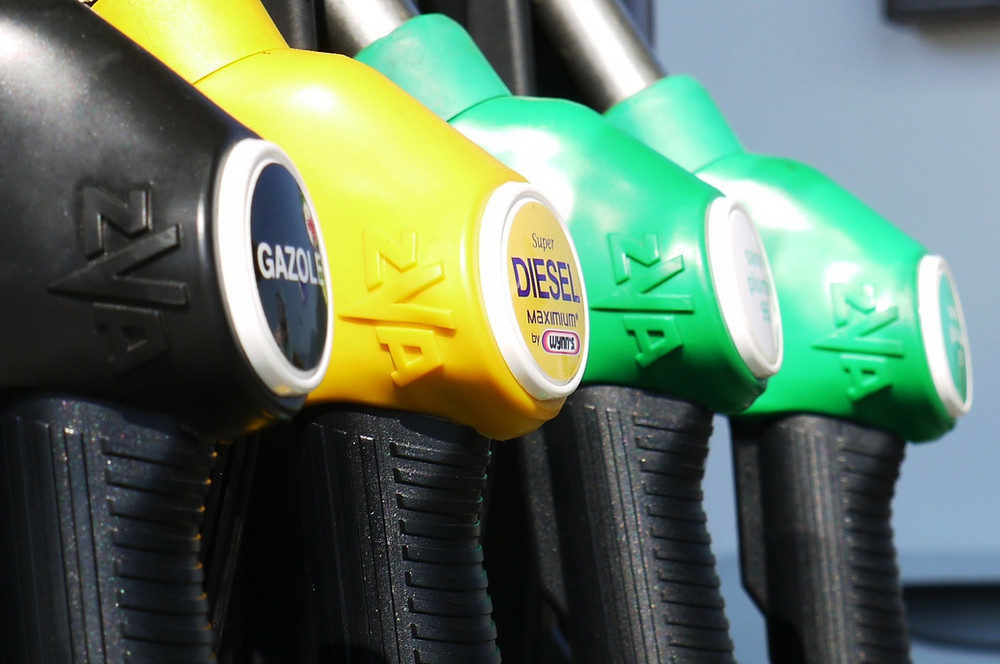 Tips for conserving fuel | DD Tyres