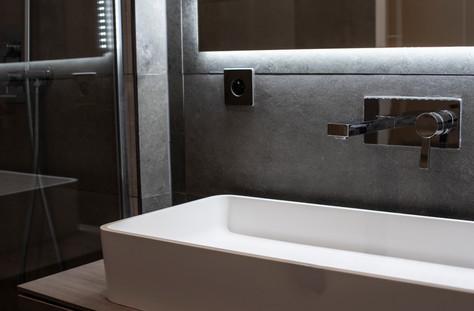 Paris 12 Bathroom