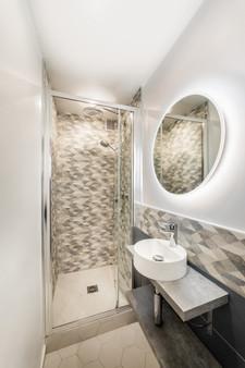 Paris 3 Charlot Studio Bathroom