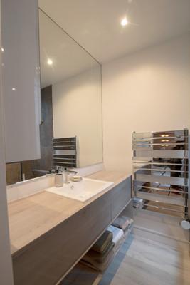 Paris 9 Bathroom