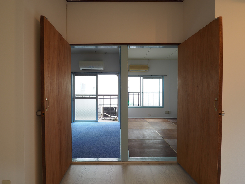 ダイニングから奥の2部屋への入り口