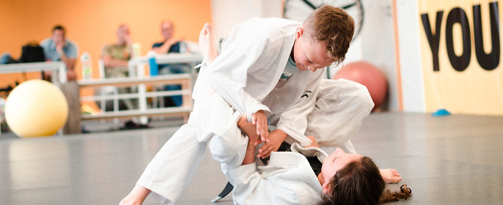 boy and girl sparring in brazilian jiu jitsu at uplay martial arts Luxembourg