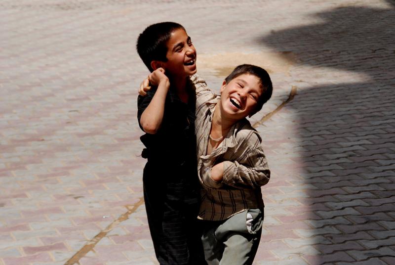 Meninos iranianos