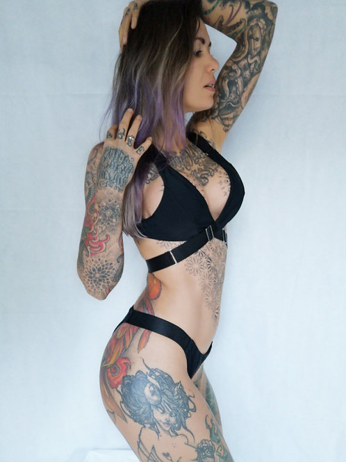 VIDEO // sexy dark bikini