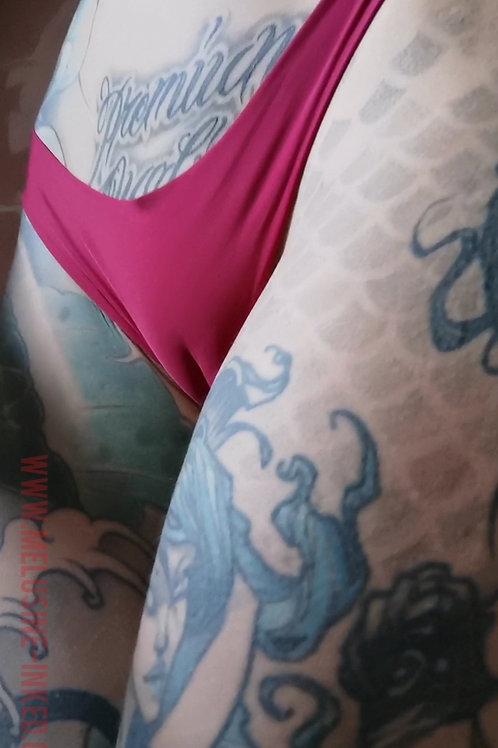 VIDEO // hot exib cameltoe 01