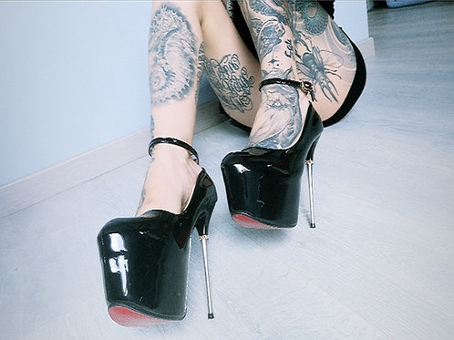 SET PHOTOS // erotic fetish shoes, dress & open string