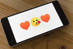 Namoro online: atenção aos sinais de alerta