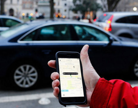 Safety tips while using public transportation and ridehailing
